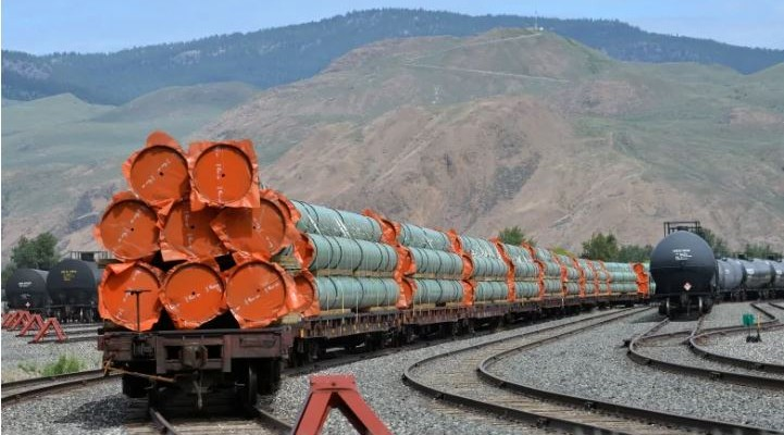 Trans Mountain Pipeline Pipe on Rail Cars